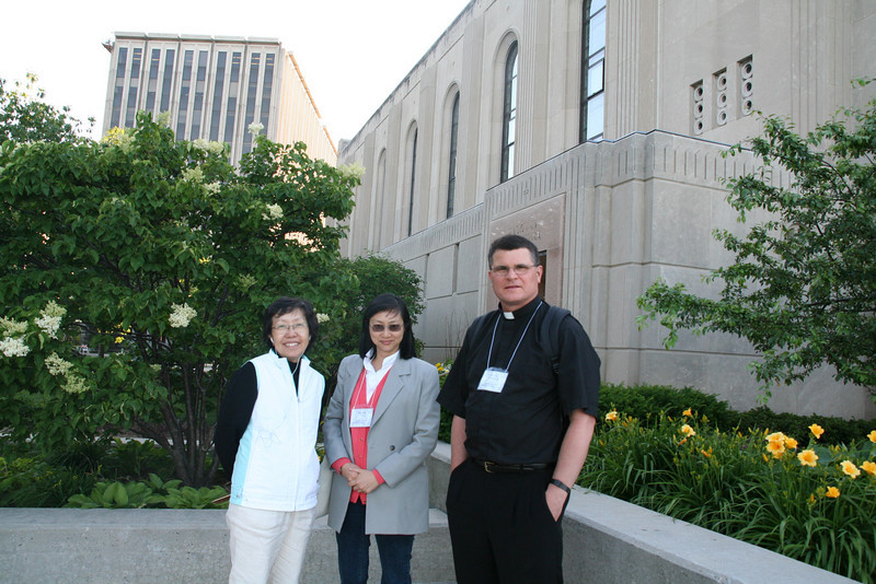 Fr. Paul chats with Chinese women outside Maria Della Strada chapel after a Mass during the Sacred Music Colloquium in Chicago 2008.  That's where we met.  He said he became interested in the traditional Mass when studying Chinese Catholic history for his dissertation. He was wondering what sustained them during their persecutions, until he realized it was the traditional Latin Mass.