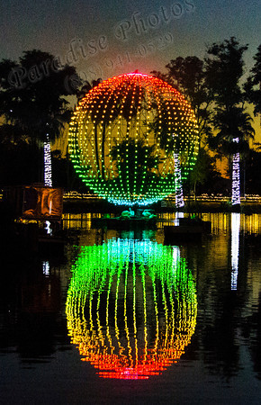 Red Green lighted ball water c1970