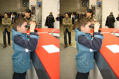 2010-04-18, Photoforum, Crocus-Expo (3D Stereo, Cross-eye View)