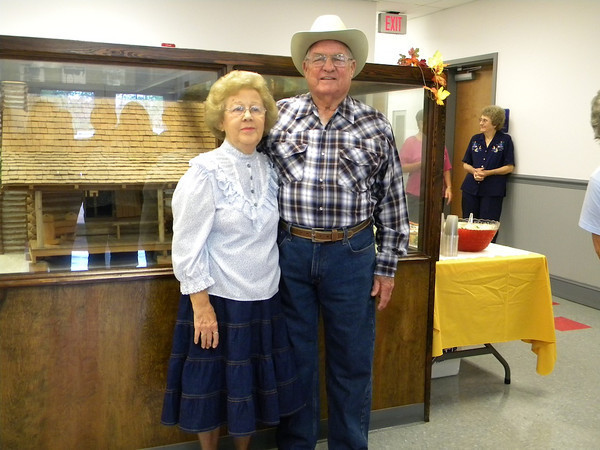 Pioneer Days Granny and Pappy 2012-13, Jackie and Bill Hart