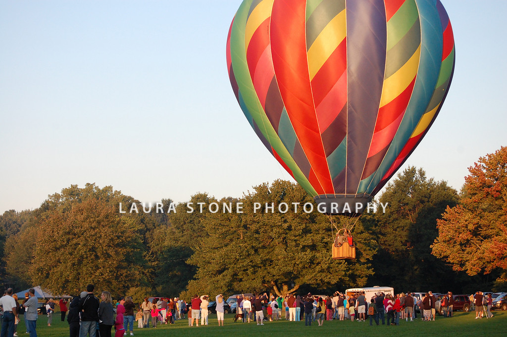 Plainville, CT: A crowd gathers early in the morning to watch giant hot air balloons rise into the sky during the annual Plainville Hot Air Balloon Festival on August 29, 2010 in Plainville, Connecticut.