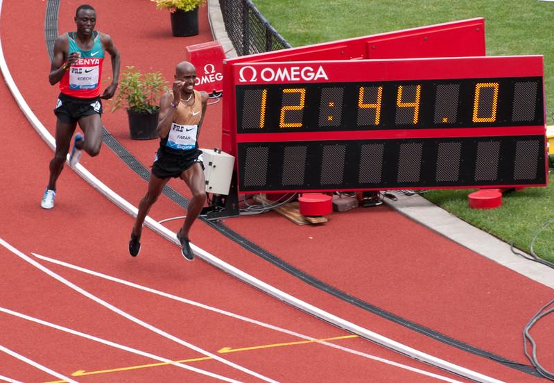 Mo Farah, Great Britain 5,000m battling Isaiah Kiplangat Koech of Kenya