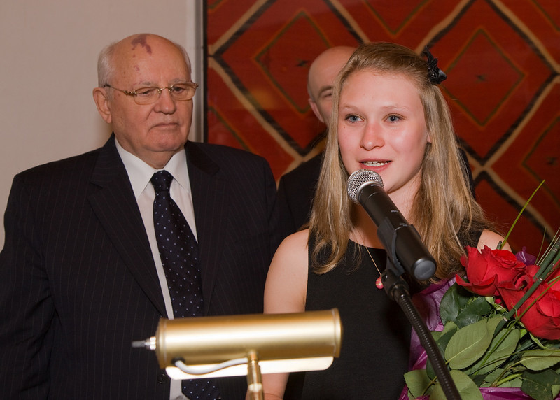 Miss Taylor Thorne, daughter of Melanie Peters & Ed Thorne, welcoming President Gorbachev to New Mexico in Russian.  Miss Thorne presented President Gorbachev with a bouquet of red roses.