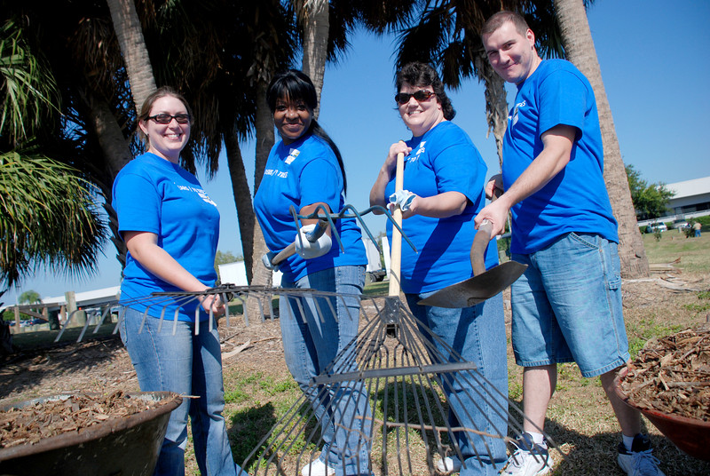 Tampa CLRU is serious about planting!<br /> Janelle Szani, Nura Washington, Alanna Queener, and Adam Elders