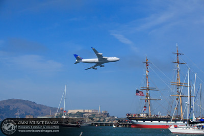 SF Fleet Week Air Show 2011- United Airlines Fly-Over.