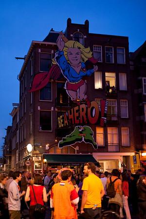 Be a Hero<br /> <br /> Queen's Night on Westerstraat