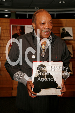 """Quincy Jones @ Borders Bookstore in Westwood, Los Angeles, CA for conversation and book signing for his new book """"The Complete Quincy Jones: My Journey & Passions""""  r"""