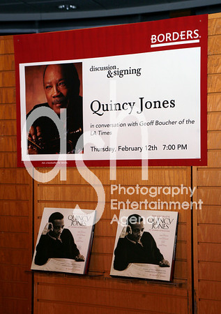 """Quincy Jones @ Borders Bookstore in Westwood, Los Angeles, CA for conversation with Geoff Boucher of LA Timesk and book signing for his new book """"The Complete Quincy Jones: My Journey & Passions"""""""