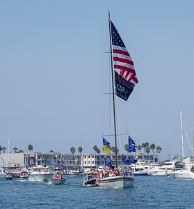 1,000 plus boaters support President Trump
