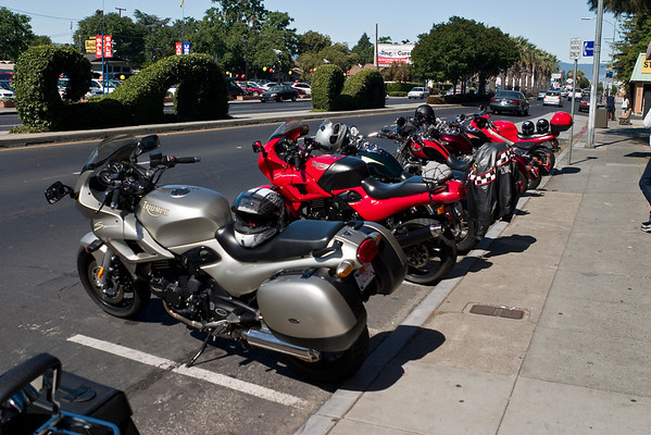 We have a good turnout today for the ride to Monterey. About 9 bikes, including a brand spanking new America for a customer in Monterey. We're the delivery boys!!