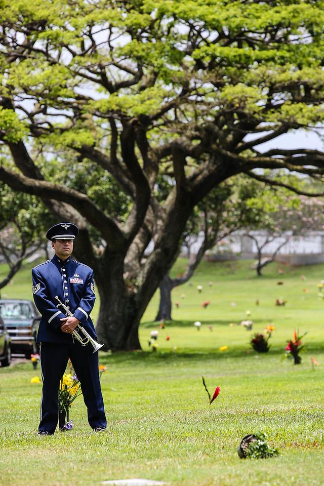 5725-Nishizuka_Reid_Punchbowl_Cemetery