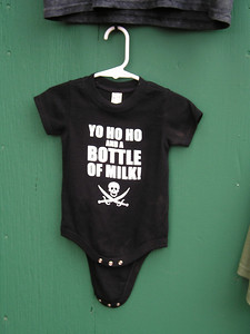 Renaissance Pleasure Faire, Hollister 2006: Dang, nothing in niece/nephew sizes with the same message.