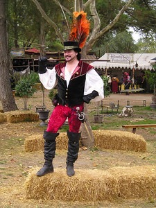 Renaissance Pleasure Faire, Hollister 2006: Greeting newcomers and posing prettily.