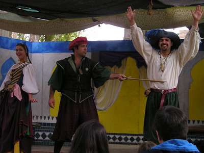 Renaissance Pleasure Faire, Hollister 2006: Marlowe's Shadow does 5 Shakespeare plays in 20 minutes: Romeo stabs Tibault--or, jeez, hard to tell, there was a lot of rapid stabbing going on for a minute there.