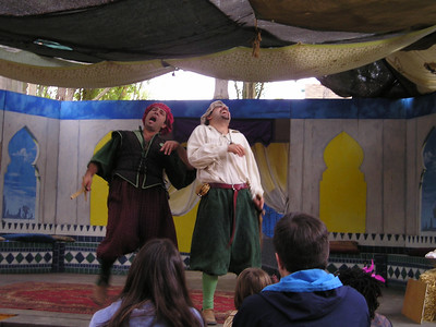 Renaissance Pleasure Faire, Hollister 2006: Marlowe's Shadow does 5 Shakespeare plays in 20 minutes: Romeo and someone having a good laugh.