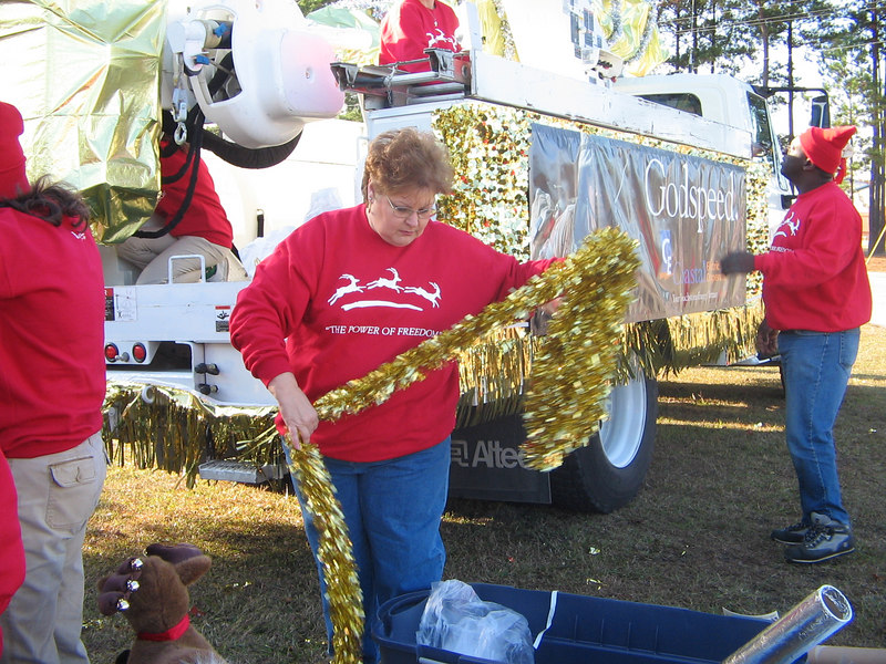 Janice took charge Saturday morning of decorating the truck.