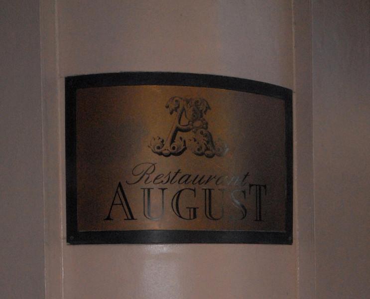 Restaurant August - Sign