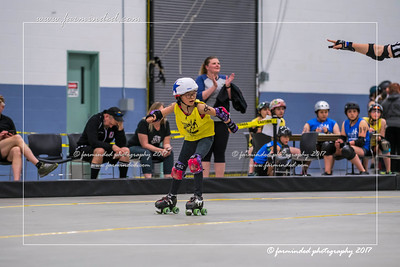 DS5_1244-12x18-05_2017-Roller_Derby-UWR-W