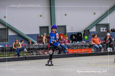 DS5_1388-12x18-05_2017-Roller_Derby-UWR-W