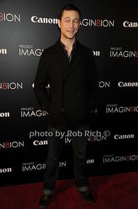 Joseph Gordon Levitt photo by Rob Rich/SocietyAllure.com © 2011 robwayne1@aol.com 516-676-3939