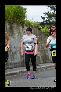 DS5_4579-12x18-06_2016-Runs-Mayors_Marathon-W