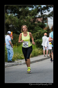 DS5_4573-12x18-06_2016-Runs-Mayors_Marathon-W