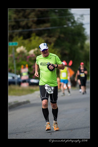 DS5_4517-12x18-06_2016-Runs-Mayors_Marathon-W