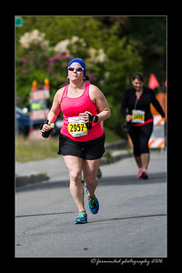 DS5_4655-12x18-06_2016-Runs-Mayors_Marathon-W