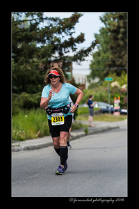 DS5_4576-12x18-06_2016-Runs-Mayors_Marathon-W