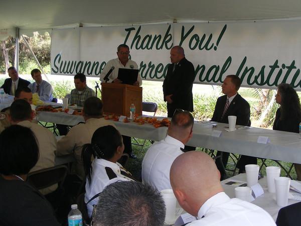 Live Oak Mayor Sonny Nobles and SCI Warden Chris Landrum