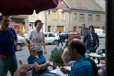 Teams arriving at the Cafe des Arts.
