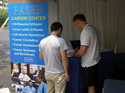 Bill Lindstaedt providing a resume critique and career counseling at SSR 2008 in Kailua-Kona, Hawai'i (May)