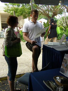 Bill Lindstaedt providing a resume critique at SSR 2008 in Kailua-Kona, Hawai'i (May)
