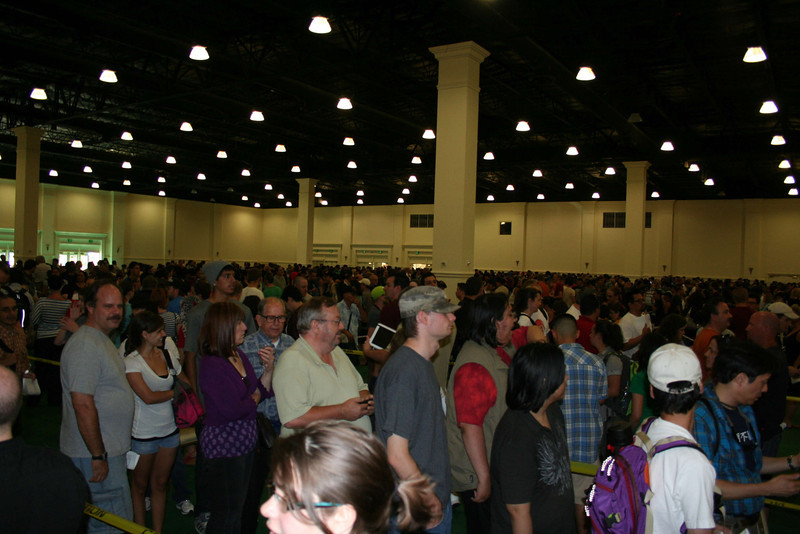 The line at the Town and Country to pick up 4-day-no-preview badges... this took us 90 minutes!