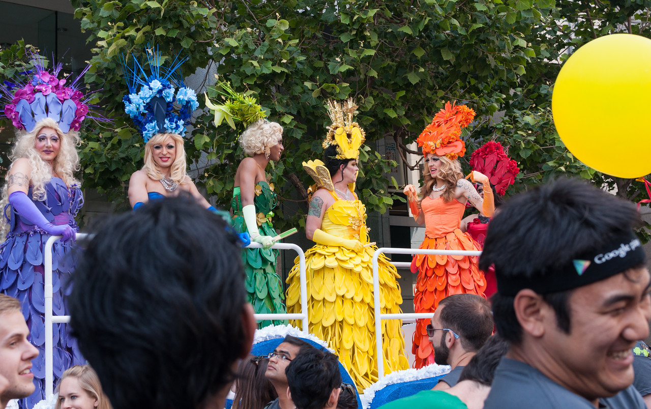 Old Navy float performers.