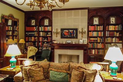 Casa Misha library