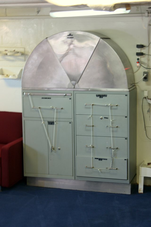 Weird cabinet thing. Maps on the top?