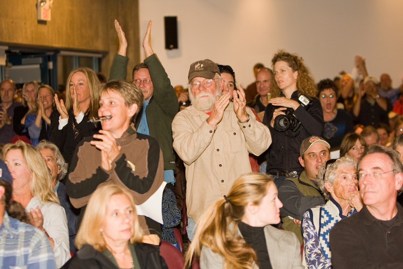 The audience reacts to an anti-Tecton remark.