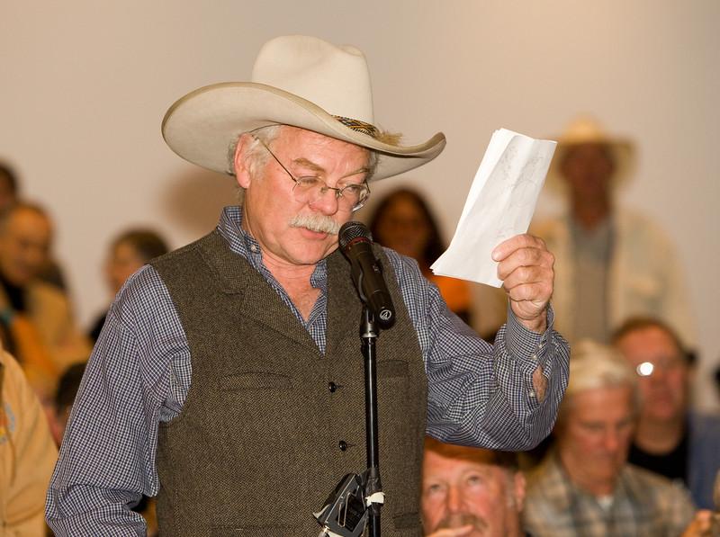 Santa Fe resident Bill Manns takes his turn at the mic.
