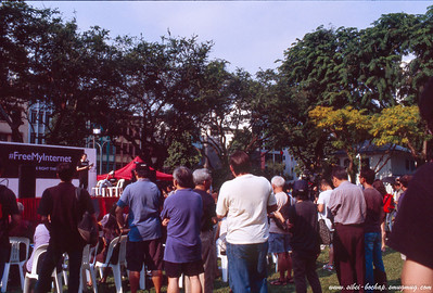 Fujichrome Provia 400X - the crowd for the afternoon