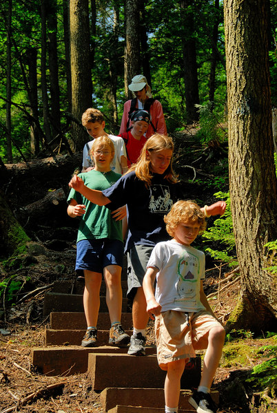 <b>Kids hiking to Tannery Falls</b>   (Jul 01, 2006, 10:49am)