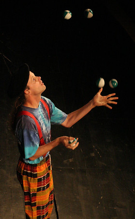 Andy juggling