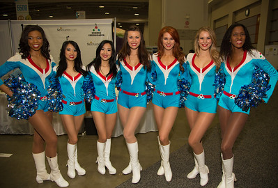 Science Cheerleaders are current and former NFL and NBA cheerleaders pursuing science and engineering careers.