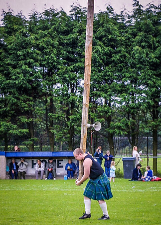 Craig tosses his caber