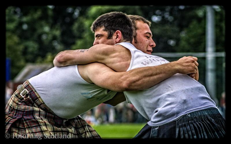Wrestlers Grip David Blair and Fraser Hirsch at Stirling Highland Games 2007