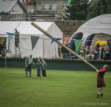 Caber Throw: Bruce Robb