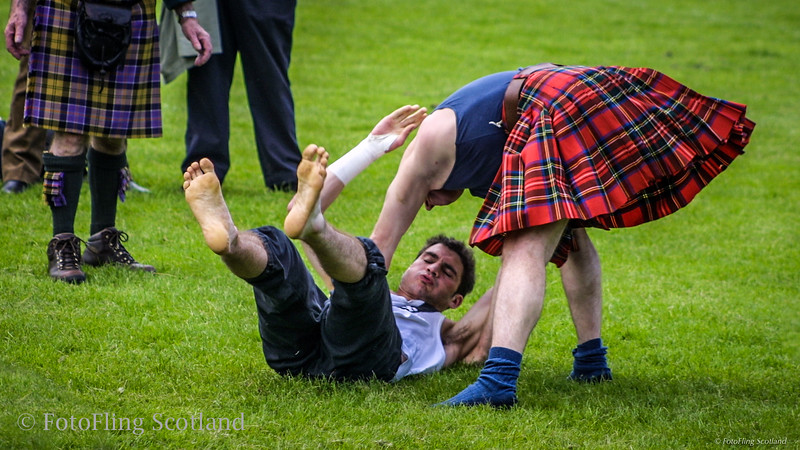 Gary Neilson beats opponent at Bearsden Highland Games 2002