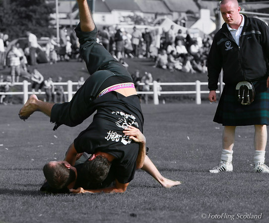 Roddy Hayter oversees Breton Wrestlers at Bute Highland Games