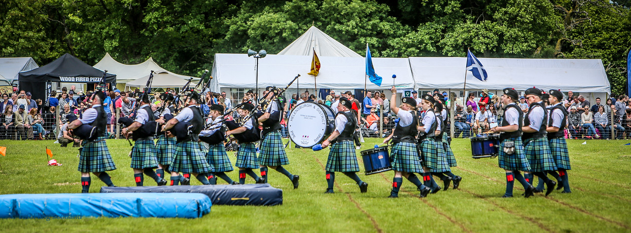 Enter Pipeband!