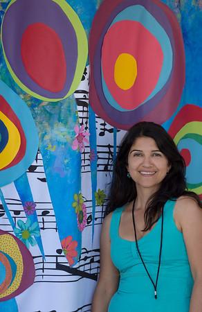 Nona & her backdrop 9020